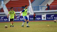 Jonathan Bauman gabung latihan Persib di Lapangan Arcamanik, Kota Bandung, Senin (19/3/2018). (Bola.com/Erwin Snaz)