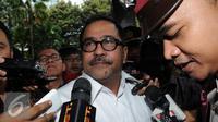 Gubernur Banten Rano Karno saat diwawancara wartawan. (Liputan6.com/Helmi Afandi)