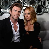Miley Cyrus dan Liam Hemsworth kembali menunda pernikahannya. (AFP/Bintang.com)