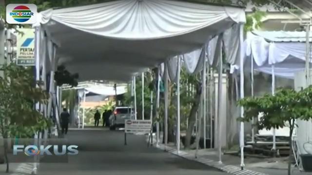 Puluhan penarik becak pengantar tamu undangan pernikahan kahiyang-Bobby pun berkumpul di rumah dinas Walikota Solo.