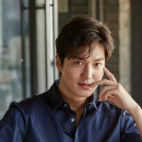 Lee Min Ho resmi menjalani tugas wajib militernya pada 12 Mei 2017. Ia bertugas sebagai pelayan publik. Aktor tampan ini akan menyelesaikan tugas wajib militernya pada Mei 2019. (Foto: soompi.com)