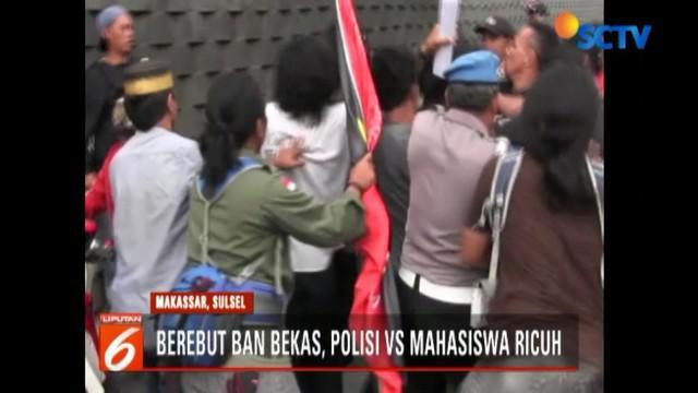 Pengunjuk rasa dari Gerakan Aktivis Mahasiswa Makassar menuntut tuntutan kasus pidana dugaan pemalsuan dokumen Camat Biring Bulu, Kabupaten Gowa, dituntaskan hingga ke pengadilan.