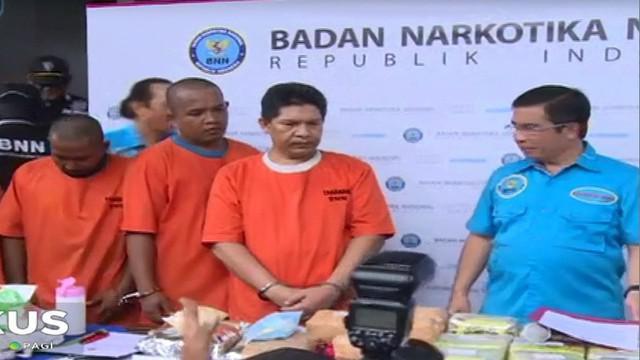 BNN mengamankan barang bukti berupa 38 kg sabu dan 30 ribu butir pil ekstasi yang dikirimkan dari Penang, Malaysia.