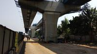 Progres pengerjaan proyek jalan tol layang atau Tol Jakarta-Cikampek (Japek) II Elevated sampai akhir Juli telah mencapai 40 persen  (Maulandy/Liputan6.com)