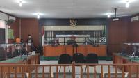 Suasana sidang mantan Wali Kota Dumai Zulkifli Adnan Singkah di Pengadilan Tipikor Pekanbaru. (Liputan6.com/M Syukur)