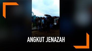 Video amatir jenazah di Garut yang diangkut menggunakan transportasi online viral di media sosial. Pihak keluarga jenazah mengaku memilih taksi online karena tak mampu bayar ongkos ambulans yang disediakan rumah sakit.