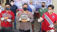 Kapolresta Manado Kombes Pol Elvianus Laoli saat menggelar jumpa pers, Jumat (25/6/2021).