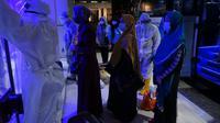 Sebanyak 86 warga Jabar yang dijemput Gugus Tugas Percepatan Penanggulangan Covid-19 Jabar dari Bandara Soekarno-Hatta tiba di Gedung BPSDM Jabar, Kota Cimahi, Sabtu (2/5/2020) malam. (Foto: Humas Jabar)