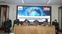 Rapat Pemkab Blora memutuskan pemberlakukan jam malam mulai Sabtu (19/12/2020). (Liputan6.com/Ahmad Adirin)