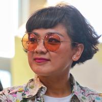 Setelah menjadi cewek super dalam film 5 Cowok Jagoan, Nirina Zubir akan memerankan Emak dalam film Keluarga Cemara. Film yang sukses tahun 1990-an itu kembali menyandingkan dengan Riggo Agus Rahman. (Adrian Putra/Bintang.com)