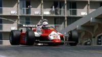 Andrea de Cesaris menggunakan Alfa Romew di Long Beach pada 1982.(Formula1)