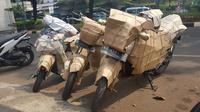 Paket pengiriman sepeda motor. (Herdi/Liputan6.com)