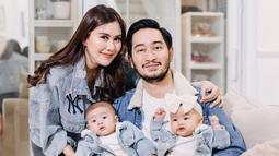 Senyum bahagian pun terlihat dari pasangan yang menikah pada 21 April 2018. Penampilan putra putri mereka pun terlihat menggemaskan. (Liputan6.com/IG/@syahnazs)