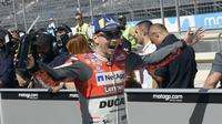 Selebrasi pembalap Ducati, Jorge Lorenzo usai merebut pole position kualifikasi MotoGP Aragon 2018. (Twitter/Ducati Motor)