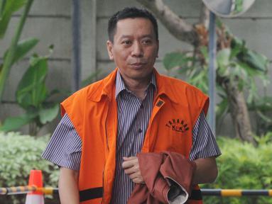 Tersangka Ali Murtopo tiba untuk menjalani pemeriksaan di Gedung KPK, Jakarta, Kamis (6/12). Ali Murtopo diperiksa sebagai tersangka dugaan suap Bupati Malang Rendra Kresna. (Merdeka.com/Dwi Narwoko)