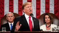 Presiden AS Donald Trump berpidato dengan didampingi oleh Ketua DPR Nancy Pelosi (kanan) dan Wapres Mike Pence (krii) di Washington DC (AFP/Doug Mills)