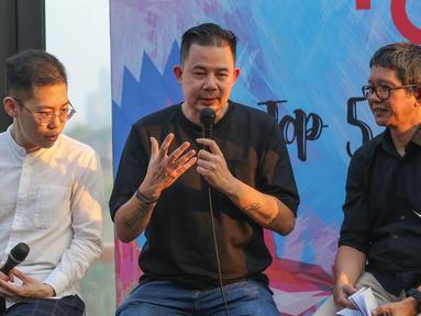 Ketua Komite Indonesia Rising Andi Sadha (tengah) memberi keterangan pers Indonesia Creative Incorporated (ICINC) di Jakarta, Kamis (11/07/2019). Badan Ekonomi Kreatif (Bekraf) akan memberangkatkan 5 pemenang seleksi ICINC ke Los Angeles dalam Head in the Clouds Festival. (Liputan6.com/Fery Pradolo)