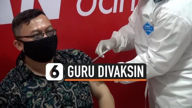 Vaksin untuk tenaga pendidikan hari ini di mulai di Jakarta. DiJakarta Selatan guru-guru antusias dan senang, mereka berharap program ini berjalan dengan baik dan terus dilakukan.