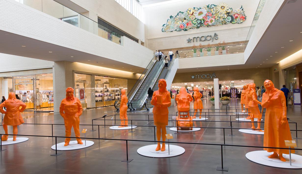 Patung-patung perempuan yang dipamerkan di sebuah pusat perbelanjaan di Dallas, Texas, 15 Oktober 2020. Sepuluh patung hasil cetak 3D dipamerkan baru-baru ini untuk merayakan pencapaian para perempuan di bidang sains, teknologi, teknik, dan matematika (STEM). (Xinhua/Dan Tian)
