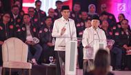 Capres dan Cawapres nomor urut 01 Joko Widodo-Ma'ruf Amin saat Debat Capres Pilpres 2019 pertama di Hotel Bidakara, Jakarta, Kamis (17/1). Debat perdana ini mengangkat tema hukum, hak asasi manusia, terorisme, dan korupsi. (Liputan6.com/Faizal Fanani)