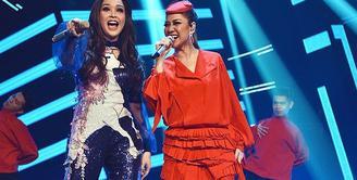 Maia Estianty dan Bunga Citra Lestari setiap harinya makin terlihat dekat dan akrab. Terlebih saat keduanya sama-sama berperan menjadi juri ajang pencarian bakat Indonesian Idol 2018. (Instagram/bumiauw)