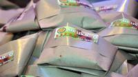 Kertas nasi berwarna coklat ternyata berbahaya untuk kesehatan karena banyak mengandung bahan kimia (Sumber foto: startwo.com)