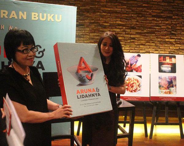 Laksmi Pamuntjak Luncurkan Novel Aruna dan Lidahnya | copyright vemale.com