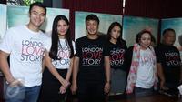 Para Pemain film london love story saat menggelar konferensi pers di sebuah cafe bilangan scbd, Jakarta. (Liputan6.com/Herman Zakharia)