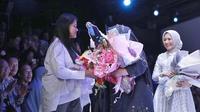 Intip gaya kasual Kahiyang Ayu di Jakarta Fashion Week 2019 (Foto: Fimela.com)