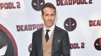 """Saat mengenakan topeng Deadpool, Ryan Reynolds mengaku jika dirinya merasa bebas. """"Saat memakai topeng, saya merasa lebih bebas daripada yang saya rasakan dalam hidup,"""" ujarnya. (AFP/Michael loccisano/GETTY IMAGES NORTH AMERICA)"""
