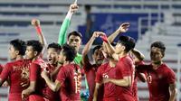 Para pemain Timnas Indonesia U-22 merayakan kemenangan atas Thailand U-22 pada laga SEA Games 2019 di Stadion Rizal Memorial, Manila, Selasa (26/11). Indonesia menang 2-0 atas Thailand. (Bola.com/M Iqbal Ichsan)