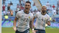 Lautaro Martinez dan Sergio Aguero menjadi pahlawan Argentina ketika bertanding melawan Qatar pada Copa America 2019. (AFP/Carl de Souza)