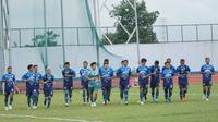 Skuat Persib Bandung menjalani sesi latihan perdana menyambut musim 2020 di Stadion Arcamanik, Jumat (10/1/2020). (Liputan6.com/Huyogo Simbolon)