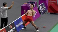 Selebrasi pebulu tangkis Indonesia Jonatan Christie usai menundukkan wakil Jepang Kenta Nishimoto di semifinal Asian Games 2018, Jakarta, Senin (27/8). Selebrasi Jonatan membuat heboh penonton dan warganet. (ANTARA FOTO/INASGOC/Puspa Perwitasari/tom/18)