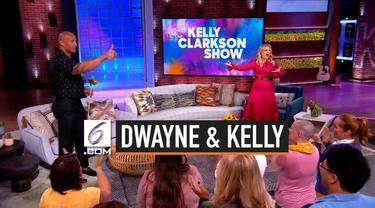 Dwayne Johnson tinggalkan bulan madunya demi menjadi tamu pertama di acara Kelly Clarkson Show.