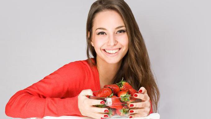 Tips Memutihkan Gigi Dengan Buah Strawberry Yang Gampang Banget