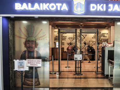 Gubernur dan Wagub DKI Jakarta terpaksa ditutup sementara setelah Anies Baswedan dikabarkan terkonfirmasi positif Covid-19 berdasarkan hasil tes usap pada Senin (30/10) kemarin.  (merdeka.com/Iqbal S. Nugroho)