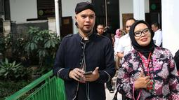 Terdakwa kasus ujaran kebencian, Ahmad Dhani bersiap menjalani sidang lanjutan di PN Jakarta Selatan, Senin (2/7). Sidang tersebut menghadirkan saksi dari jaksa dan saksi meringankan dari Ahmad Dhani. (Liputan6.com/Immanuel Antonius)