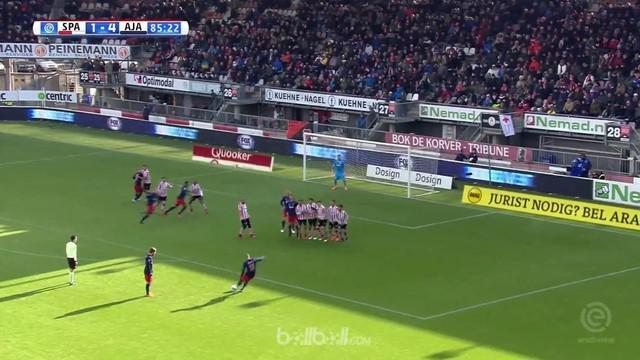 Ajax bangkit dari tertinggal untuk menghantam tuan rumah Sparta Rotterdam 5-2, Minggu (18/3). Ajax masih terpaut tujuh angka di be...