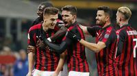 Selebrasi pemain AC Milan usai Krzysztof Piatek mencetak gol pada menit ke-10 di laga perempat final Coppa Italia yang berlangsung di stadion San Siro, Milan, Rabu (30/1). AC Milan menang 2-0 atas Napoli (AP/Antonio Calanni)