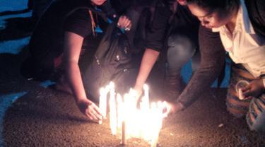 Solidaritas untuk Yuyun, Lilin Dinyalakan di Seberang Istana