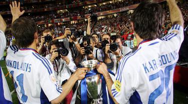 Drama di dalam pagelaran akbar Piala Eropa akan selalu dinanti oleh para penikmat bola. Salah satunya kejutan dari negara-negara bukan unggulan akan mewarnai jalannya perhelatan tersebut. Berikut 5 negara  kuda hitam yang pernah membuat kejutan dalam gelaran Piala Eropa. (Foto: AFP/Franck Fife)