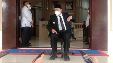 Gubernur Banten, Wahidin Halim, Di Kantornya. (Jumat, 21/05/2021). (Liputan6.Com/Yandhi Deslatama).