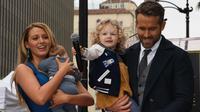 Ryan Reynolds bersama istri dan anak-anaknya (Foto: AFP / MARK RALSTON)