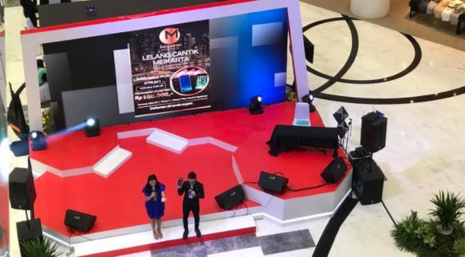 Di Atrium Lippo Mall Puri Jakarta Barat, Meikarta membuka counter yang sangat besar untuk memasarkan unit apartemen Meikarta.