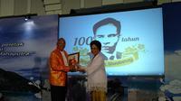 Bapak atom Indonesia ini banyak menyumbang tenaga dan pikiran untuk dunia kesehatan Indonesia, terutama dalam pemberantasan cacar