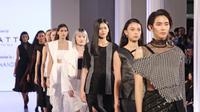 Berikut aksi empat desainer muda yang mencuri perhatian pecinta mode di Runway Hits Fashion Nation 2018. (Foto: Liputan6.com/ Herman Zakharia)