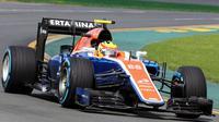 Aksi Rio Haryanto di kokpit MRT05 saat latihan bebas perdana F1 GP Australia di Sirkuit Albert Park, Australia, Jumat (18/3/2016). (Bola.com/Manor Racing)