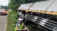 Foto Kecelakaan Lalu Lintas Di Tol Tangerang-Merak, Banten. (Minggu, 17/21/2021). (Dokumentasi PJR Tol Tangerang-Merak Korlantas Polri).