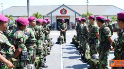 Citizen6, Surabaya: Dalam amanatnya Danmenbanpur-1 Mar yang diwakili Pasops Danmenbanpur-1 Mar Letkol Marinir Sunaswan mengucapkan selamat datang kepada 75 Personel anggota Menbanpur-1 Mar yang tergabung dalam satgas SBJ Wakatobi. (Pengirim: Budi Abdillah